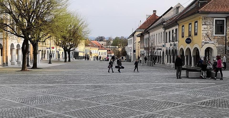 1500 podpisov ni bilo zaman: Glavni trg bo pešcona