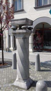 Ukradli del Mušičevega spomenika: Izvajalec bo moral poskrbeti za rekonstrukcijo